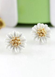 White Bead Flower Stud Earrings