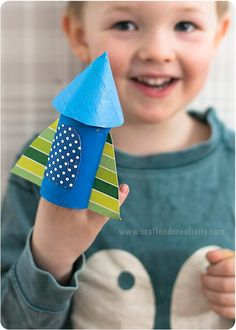 Grab a little crafting buddy and get working on toilet paper roll crafts that are perfect for Earth Day. Once you've worked together to create this Cool Toilet Roll Rocket Craft, you'll find that it soon becomes a new favorite toy. Preschool Art Projects, Craft Projects For Kids, Easy Crafts For Kids, Diy For Kids, Fun Crafts, Craft Ideas, Camel Craft, Rocket Craft, Rockets For Kids