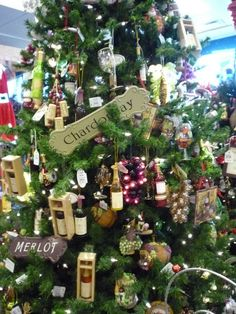 wine themed christmas tree pictures | wine theme Christmas tree seemed pretty unusual.