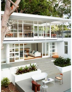An Amazing Mid-Century Home Gets A High-Tech Makeover! The Design Files – An Amazing Mid-Century Home Gets A High-Tech Makeover! Australian Architecture, Australian Homes, Contemporary Architecture, Amazing Architecture, Contemporary Houses, Organic Architecture, Architecture Design Concept, Architecture Portfolio, Architecture Details