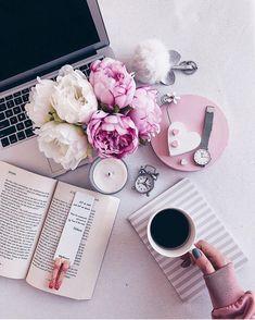 Hello friends! Cest le week-end vous avez prévu quoi de beau? : @littlemiiissjulie ___________________________________ #bureau #planner #accessoiresdebureau #coffee #lifestyle #organization #inspiration #decoration #style #hygge #chic #stationery #office #workspace #flatlay #interiordesign #flowers #tea #planner #setup #desk #deskgoals #girlboss #entrepreneur #planneraddict #decor #homeoffice #officegoals #ladyboss #blogger #espacedetravail Home Office Setup Ideas Furniture