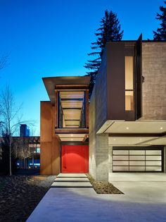 A family ski retreat as designed to withstand a harsh mountain environment by Olson Kundig Architects in Whistler, British Columbia, Canada. Whistler, Jackson Hole Skiing, Cabin Style Homes, Alpine House, Contemporary Cabin, Concrete Fireplace, Mountain Homes, Mountain Biking, Architect House