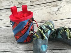 Chalkbag Jeans-Kaffee rot Bouldering Wall, Coffee Pack, Two By Two, Etsy, Old Jeans, Bouldering, Beautiful Bags, Sachets, Kaffee