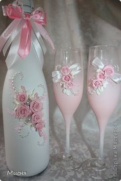 Discover thousands of images about Irina Soprun Wedding Wine Glasses, Wedding Bottles, Champagne Glasses, Glass Bottle Crafts, Wine Bottle Art, Decorated Wine Glasses, Painted Wine Glasses, Bottles And Jars, Glass Bottles