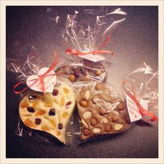 Bez Papriky: Čokoláda s oříšky a sušeným ovocem Christmas Candy, Waffles, Food And Drink, Homemade, Snacks, Drinks, Cooking, Breakfast, Gifts