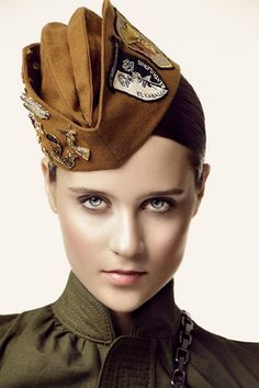 mode : chapeau style militaire, by Jose Herrera Military Chic, Military Looks, Military Women, Military Hats, Military Inspired Fashion, Military Fashion, Military Clothing, Camo Fashion, Gothic Fashion