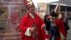 La Activista Julia Klug informando a la gente en andador Madero de Méxic...