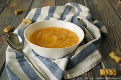La crema di zucca e patate è una vellutata perfetta per il periodo autunnale. È una ricetta facile da preparare con il tuo bimby. Provala e vedrai.