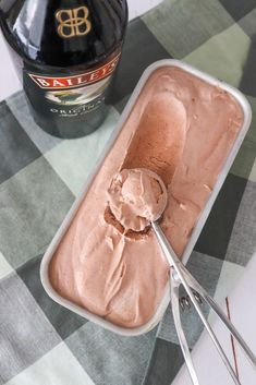 Baileys Is Uden Ismaskine – Hjemmelavet Is Med Baileys (One Kitchen - A Thousand Ideas Frozen Desserts, Just Desserts, Honey Pie, Danish Food, Ice Ice Baby, Baileys, Sweets Recipes, Ice Cream Recipes, Cake Art