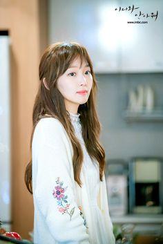 Jin Ki-joo is Han Jae-Yi in the Korean drama (Kdrama) Come and Hug Me. The live recap is on Drama Milk. #ComeandHugMe #jinkijoo #Kactress #Koreanactress