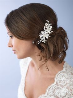 Best selling bridal comb at USABride! Pearl Side Comb features two large flowers with alternating soft white enamel petals and rhinestone encrusted flowers.