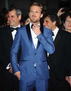 Noivo de terno azul, por quê não? ------------------ facebook: /GrottoFerreira   instagram: _grottoferreira