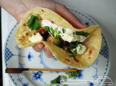 Tandoori-kanaa ja rotia/chapatia Chapati, Tacos, Mexican, Baking, Ethnic Recipes, Food, Patisserie, Bread, Bakken