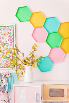 Colorful wall art and you won't believe what it is made out of! #kidsroom #art #diy