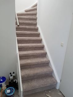 trap renovatie met tapijt Trap, Stairs, House, Home Decor, Stairway, Decoration Home, Home, Room Decor, Staircases