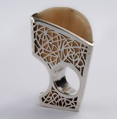 Ring    Pascale Frey. Bull horn and silver