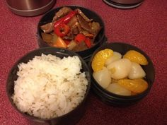 Homemade peppercorn steak, peaches and lychees and rice. Looks small, holds a lot of food! Nice warm rice and meat, nice cool fruit! I use it to put soup, bread and fruit into.