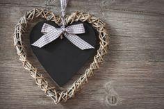 Una vecchia lavagnetta riadattata a partecipazione di matrimonio :) il low cost fa per noi!