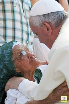 """Pope Francis Dussert Pointl No elderly person should be like an """"exile"""" in our families. The elderly are a treasure for our society. Via vatican news Pope Quotes, Papa Francisco Frases, Juan Xxiii, La Compassion, Elderly Person, Catholic Religion, Daughters Of The King, Blessed Mother, Roman Catholic"""