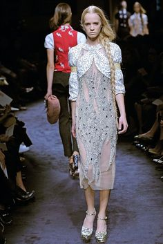 Miu Miu Spring 2010 Ready-to-Wear Fashion Show - Jenny Sinkaberg
