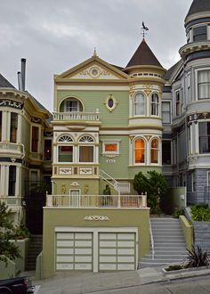 CURB APPEAL – another great example of beautiful design. Victorian House, San Francisco, California photo via wall of books. Victorian Architecture, Architecture Design, Beautiful Buildings, Beautiful Homes, Exterior Design, Interior And Exterior, Woman Painting, Victorian Homes, Victorian Decor