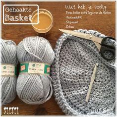 Hanging basket handmade by juf Sas met gratis haakpatroon Des Baskets, Hanging Baskets, Free Crochet, Knit Crochet, Kidsroom, Knitted Hats, Hello Kitty, Crochet Patterns, Make It Yourself