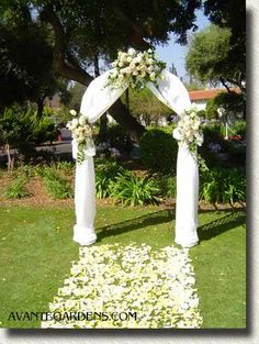 Get expert wedding planning advice and find the best ideas for wedding decorations, wedding flowers, wedding cakes, wedding songs, and more. Elegant Wedding, Fall Wedding, Diy Wedding, Wedding Flowers, Dream Wedding, Garden Wedding, Wedding Canopy, Decor Wedding, Trendy Wedding