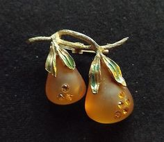 Vintage-Pair-Of-Pears-Pin-Brooch-1-3-4-Rhinestone-Accents