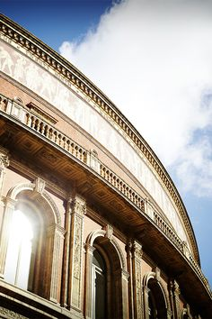 A mixture of sunshine and clouds at the Royal Albert Hall, #London 18°C | 64°F #BurberryWeather