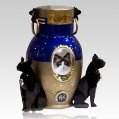 The Cat Fanciers Association (CFA) Pet Cremation Urn is made from aluminum. The CFA logo is displayed and has a photo insert for your loved pet. The urn features two feline figurines appearing to hold the urn in an upright position. This CFA pet urn has been for the 1st time in the 100 year history released as a trademarked pet urn.