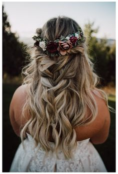 Bridal Hair Down, Boho Bridal Hair, Flower Crown Wedding, Wedding Hair Down, Wedding Hair Flowers, Wedding Hairstyles For Long Hair, Bridesmaid Flowers, Wedding Hair And Makeup, Flowers In Hair