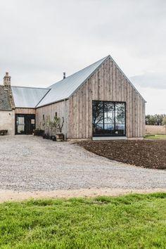 Modern Barn House, Barn House Plans, Modern Houses, Barn Style Houses, Modern Wooden House, Rustic Houses, Mountain Home Exterior, Mountain Homes, Modern Farmhouse Exterior
