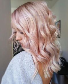 Awesome Pastel Pink Hair Color Ideas & Images Are you looking the Fresh hair Color Ideas for your Hair. Must try out this Pastel Pink Hair Color and inspired to others. Blond Rose, Rose Gold Hair Blonde, Blonde With Pink, Rose Pink Hair, Rose Hold Hair, White Hair, Baby Pink Hair, Gold Hair Colors, Hair Color Pink