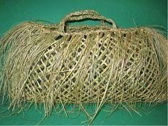 kete kai Flax Weaving, Basket Weaving, Woven Baskets, Maori Designs, Maori Art, Tapestry, Embroidery, Weave, Crochet