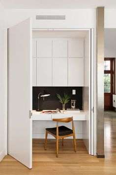 office nook in bedroom closet & office nook in bedroom - office nook in bedroom small spaces - office nook in bedroom closet - office nook in bedroom desk ideas Cool Office Space, Office Nook, Kitchen Office, Study Office, Ikea Office, Office Spaces, Work Spaces, Small Office, Bedroom Office Combo