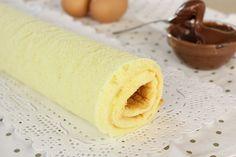 La pasta biscotto è una preparazione base molto facile da realizzare, generalmente viene usata per la realizzazione di rotoli farciti.... Italian Desserts, Mini Desserts, Dessert Recipes, Nutella, Chocolate Roll Cake, Confort Food, Sweet Cooking, Biscotti Recipe, Butter Recipe