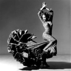 Maria Benitez Teatro Flamenco   photo by Lois Greenfield (c)1984