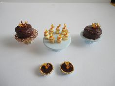 Cakes with physalis - Orsi's Miniatures