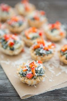 Spinach Artichoke Bites -- crisp, flavorful, and healthy appetizers for hungry housewarming guests. | eclecticrecipes.com