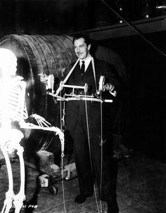 on the set of House on Haunted Hill (1959)