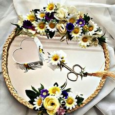 #nisan#nişantepsisimodelleri#nisantepsisi#nisanhazirliklari#evdenisan#kına#düğün#söz#wedding#gelin#damat#hediye#papatya#aynalıtepsi#sözyüzükleri#concept#organizasyon http://turkrazzi.com/ipost/1521068351027632400/?code=BUb65s2F1kQ