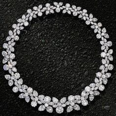 diamondsinthelibrary:  Magnificent diamond 'Holly Wreath' necklace set with 152ct of pear-shape, round and marquise diamonds by Harry Winston, New York. Via The Jewellery Editor.