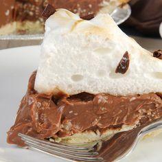 Pie Crust Recipe Plus Chocolate Cream Meringue Pie Recipe from The Just Desserts Kitchen Chocolate Meringue Pie, Chocolate Pies, Decadent Chocolate, Chocolate Cream, Chocolate Lovers, Just Desserts, Dessert Recipes, Custard Desserts, Oreo