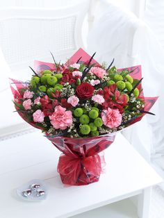 64 Ideas Flowers Bouquet Wrapping Valentines Day For 2020 Beautiful Bouquet Of Flowers, Unique Flowers, Beautiful Roses, Beautiful Flowers, Bouquet Cadeau, Gift Bouquet, Valentine Bouquet, Valentines Flowers, Bouquet St Valentin