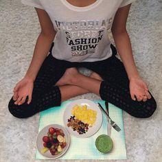Models+Love+These+Healthy+Breakfast+Options+via+@ByrdieBeauty #ModelDietPlan Model Diet Plan, Victoria Secret Diet, Healthy Breakfast Options, Diet Breakfast, Breakfast Bowls, Healthy Options, Healthy Meal Prep, Healthy Food, Healthy Eating