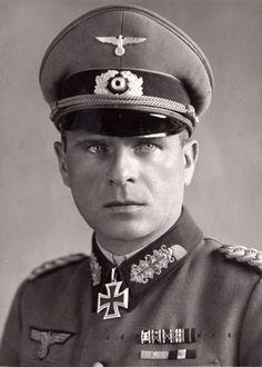 Gerhard von Schwerin German Soldiers Ww2, German Army, War Dogs, The Third Reich, Panzer, Luftwaffe, Military History, World War Ii, Germany