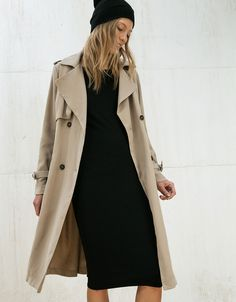 Trenchcoat i syntettyg - null - Bershka Sweden Trench Coat Outfit, Summer Coats, Coats For Women, Clothes For Women, Autumn Winter Fashion, Ideias Fashion, Fashion Outfits, Casual, Coats