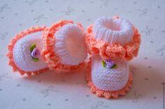 """Купить Комплект шапочка и пинетки для новорожденного """" маленькое солнышко"""" - белый, комплект на выписку"""