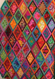 The Cat's Meow Two: Bordered Diamonds (Kaffe Fassett pattern from Simple Shapes Spectacular Quilts) Quilting Projects, Quilting Designs, Quilting Templates, Quilting Tips, Sewing Projects, Bohemian Quilt, Colorful Quilts, Diamond Quilt, Quilt Patterns Free