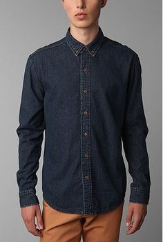 e556d6b92ee Overview    Lightweight dress shirt in cotton denim from CPO   Button down  collar   Contrast stitching at the neck and sleeves   Curved shirt hem    from ...